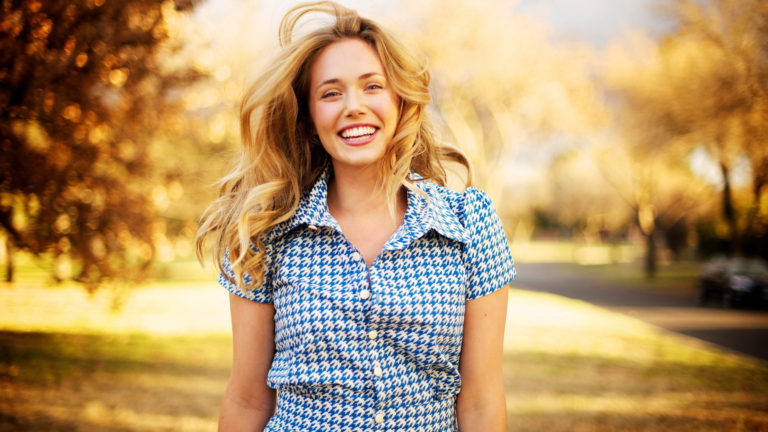happy-woman-with-beautiful-smile-253486