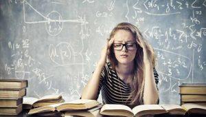 Mujer-pensando-en-su-problema