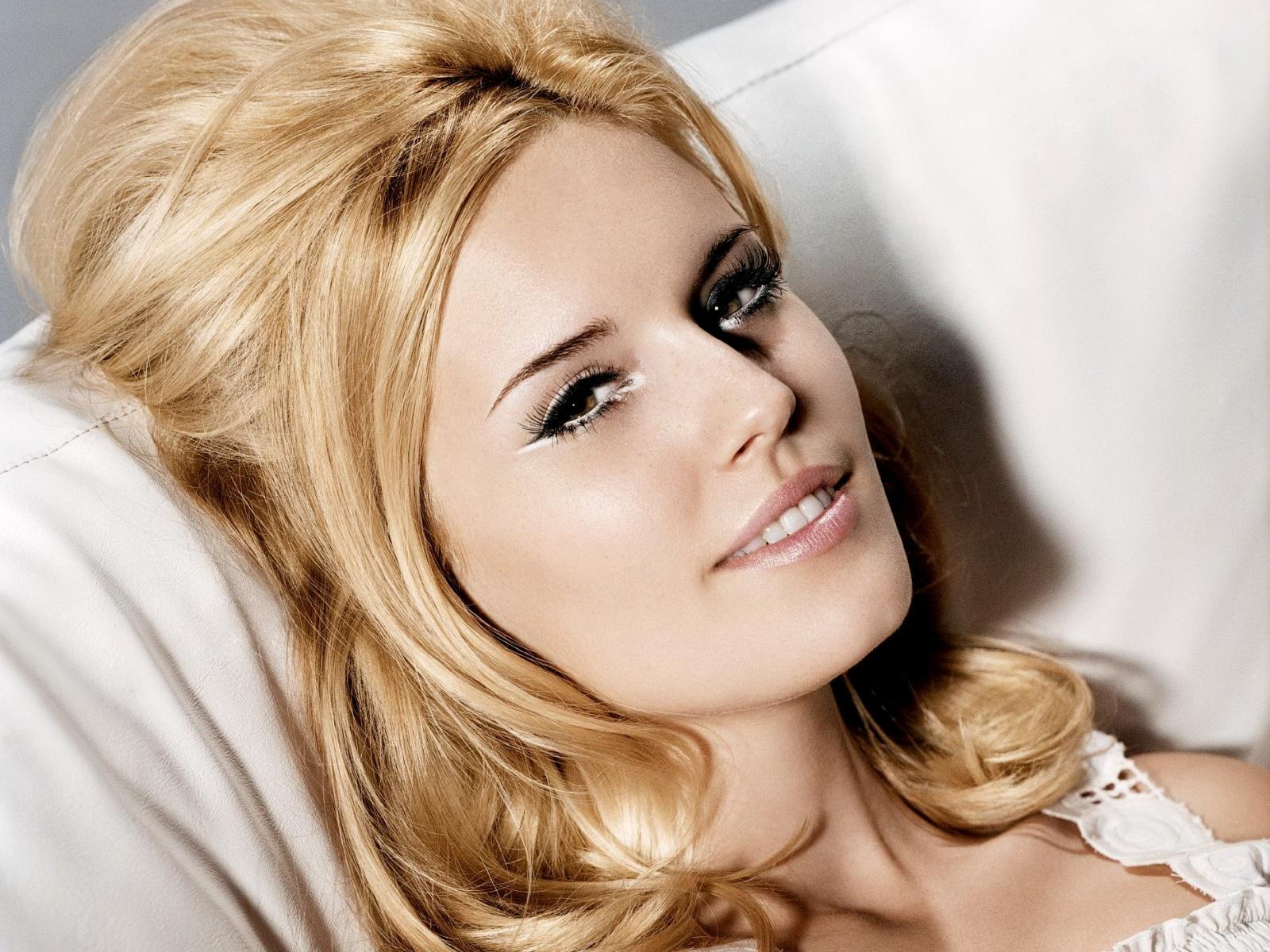 ws_Beautiful_make_up_1600x1200